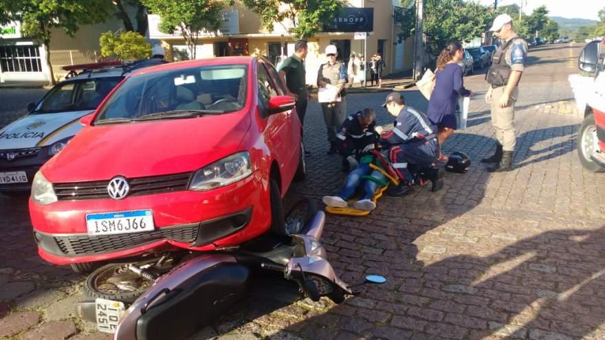 Acidente envolveu um Fox e uma Honda Biz