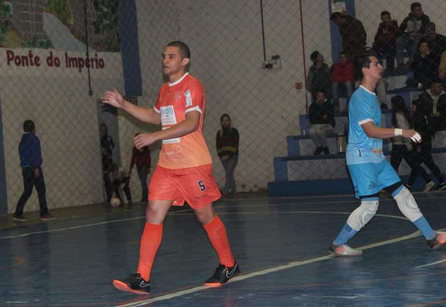 Iago comemora o primeiro gol do Maxxy