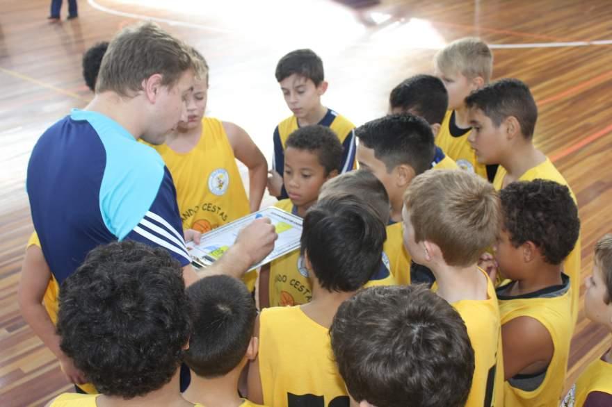 Núcleo da Escola Guia Lopes recebe orientações de Leonardo Ellwanger
