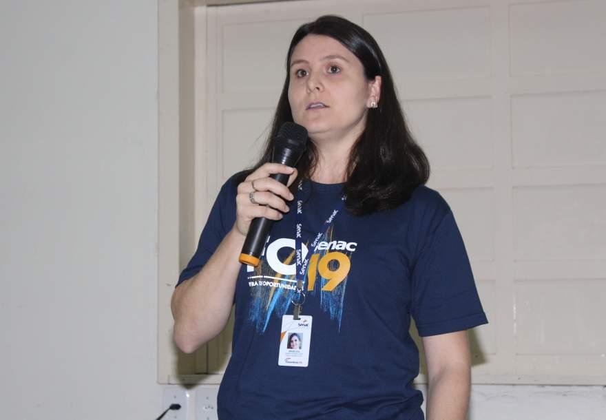 """A palestrante Angélica: """"as oportunidades estão aí"""""""