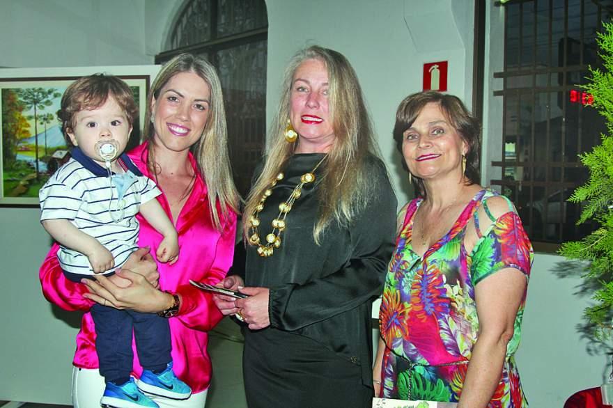 A musa Diosana com o filho Leonardo, Rosana Jacobi e Miriam Gewehr Bender