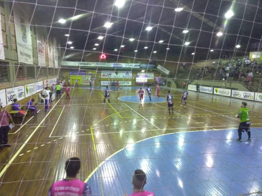 UJR 4 x 5 Atlético