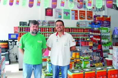 Daniel Krug e Adams Souza: o cliente pode escolher até 20 mil cores
