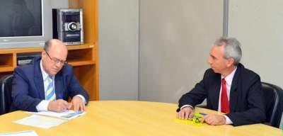 Paulo Butzge entrega projeto de segurança a secretário Schirmer