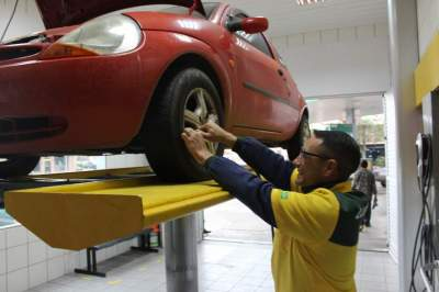Lubrax + oferece check-up completo do veículo