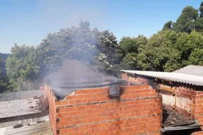Incêndio atinge estufa na Picada Karnopp