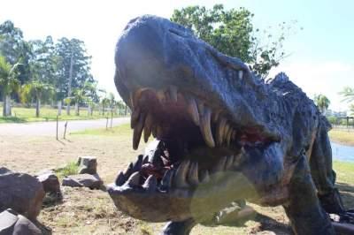 Réplica de dinossauro volta ao Parque de Eventos