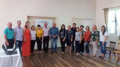 Conselheiros tutelares de Candelária, com autoridades e servidores do município