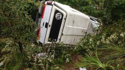 Capotamento deixa cinco feridos na RSC-287