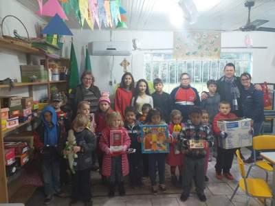 Dia 1º/07 pela manhã a COOPERSALLE visitou a Educação Infantil da EMEF. Max Sperling, na localidade da Linha do Salso.