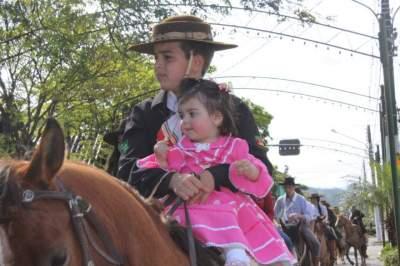 Desfile farroupilha comemora 20 de setembro em Candelária
