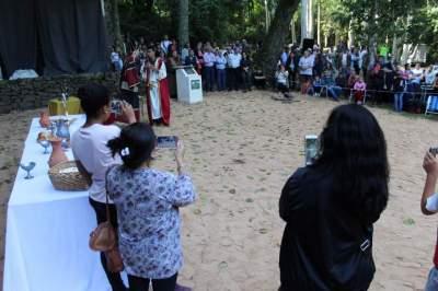 Muitos dos presentes filmaram a dramatização dos últimos dias de Cristo