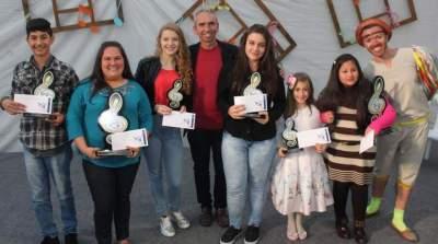 Todos os vencedores com o prefeito Paulo e Zé do Cordel