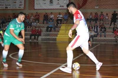 Felipe Suelo, com a bola, marcou os dois primeiros gols atleticanos