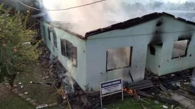 Incêndio destrói casa paroquial no Bairro Santo Antônio, em Cerro Branco