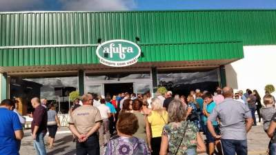 Comunidade foi prestigiar a inauguração da nova loja da Afubra