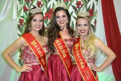Daniela, Diovana e Cássia: novo trio de soberanas de Novo Cabrais (Fotos: Diego Foppa • Folha)