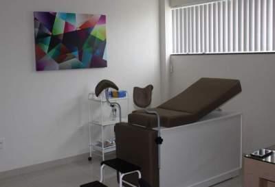 Em breve, a médica irá realizar exames de ecografia no consultório