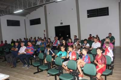 Apresentação do plantel contou com a participação de patrocinadores, torcedores e imprensa no auditório do Sindicato Rural de Candelária