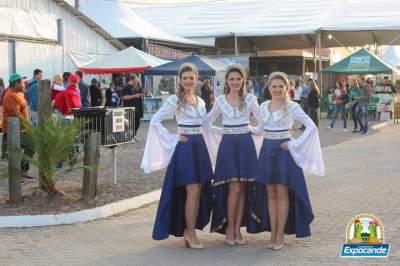 O atual trio de soberanas: a rainha Juliana Ziemann e as princesas Melisa Frantz da Rosa e Taís Angélica Knies