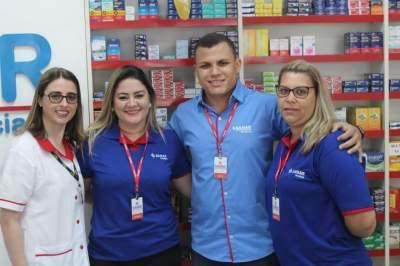 Proprietário Jonas Marques com a equipe de colaboradores