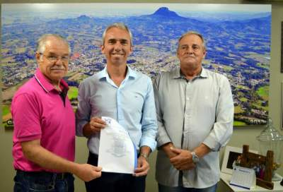 Bernanrdo Rizzi (primeiro à esquerda) atuará como Oficial da Governança - Fotos: Erni Bender - Prefeitura