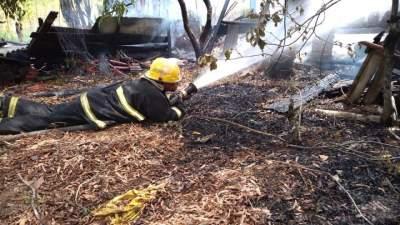 Chalé na rua Romeu Ari Ritzel é destruída por incêndio