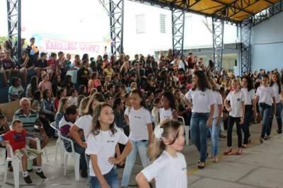 Candidatas realizaram desfiles coletivos e individuais