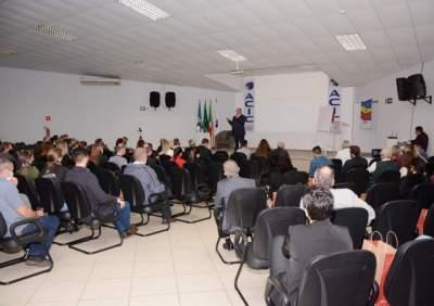 Palestra de Argenta ocorreu na quarta, 6, no auditório da Acic