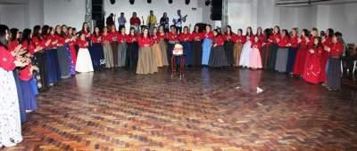 Casa cheia no jantar baile beneficente da Cavalgada da Mulher Gaúcha