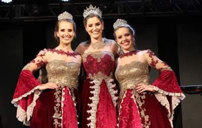 Emocionadas, Daniela, Diovana e Cássia passaram suas faixas