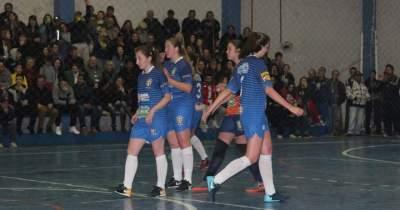 A comemoração de um dos gols do Marvados, na final feminina