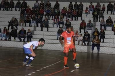 Depois do empate em 1 a 1 no primeiro tempo, partida terminou 4 a 2 para o time visitante