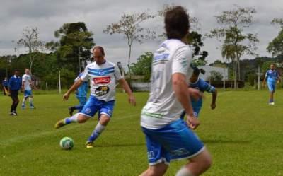 Futebol e confraternização na Linha do Rio