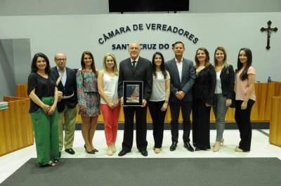 O homenageado com a equipe do Sinditabaco - Fotos: Junio Nunes