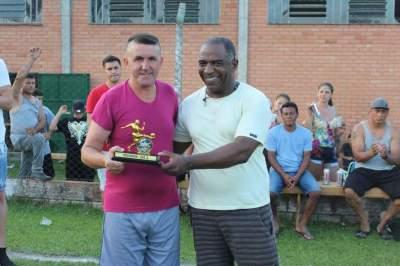Argeu, goleador das equipes A. Troféu foi entregue a um representante do Ouro Preto