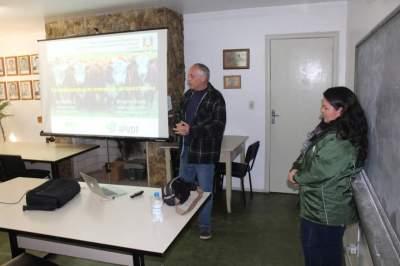 Programa de Controle ao Carrapato Bovino é debatido no Sindicato Rural