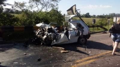 Ônibus e Fiat Uno colidem na RSC-287, deixando feridos
