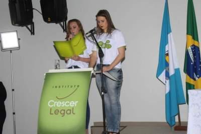 Aline Schoroeder e Tauany Faber, oradoras da turma
