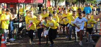 A largada para a corrida 1km infantil