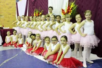 Apresentação do grupo de balé do CRAS, formado por meninas entre 4 e 10 anos, realizou bela apresentação
