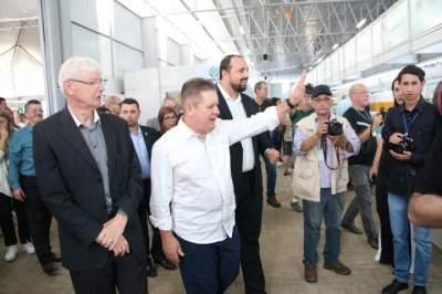 Autoridades visitam o novo pavilhão da Agroindústria Familiar