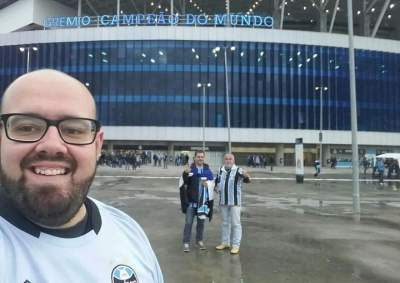 Em foto publicada na rede social Facebook, Fernando, Dione e Jorge registram chegada na Arena do Grêmio - Crédito: Divulgação