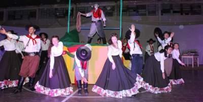 Gincana do Medianeira: show cultural destaca a história das danças tradicionais