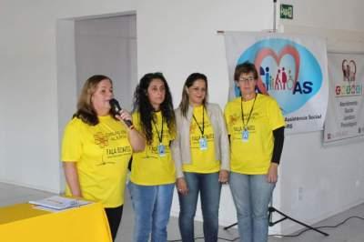 Secretaria Marta Emmel (primeira à esquerda) e equipe destacaram a importância de conscientizar a população sobre o tema