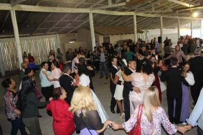 A união de 18 casais em casamento coletivo