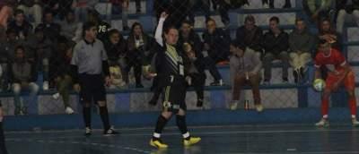 Alisson festeja o gol de empate em favor da Semal