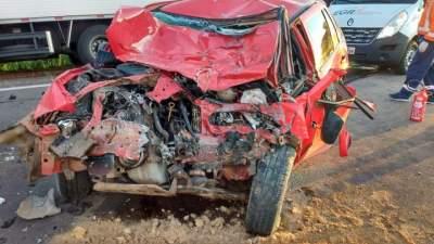 Acidente entre carro e caminhão deixa mulher morta na RSC-287