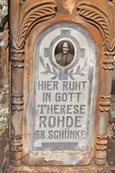 A lápide de Therese Schünke Rohde, nascida em 1856, casada com Johann Martin Rohde