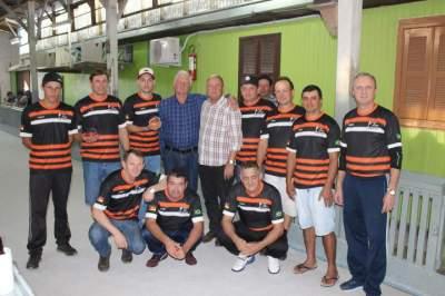 Equipe do Rutsatz com o vice-prefeito Nestor Ellwanger, que prestigiou a rodada de sábado, 20